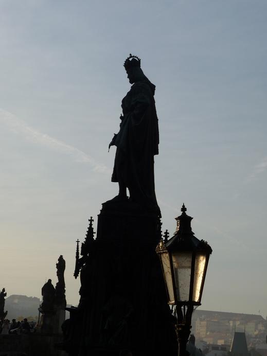 No a to přímo v centru Prahy! Pro někoho možná známá a vtipná kuriozita našeho krásného města. Tento úkaz je možné pozorovat na Křížovnickém náměstí u Karlova mostu. Pokud se […]