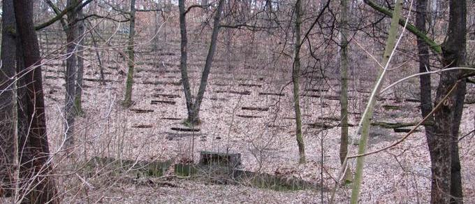Jeho historie sahá až do roku 1913. V lokalitě Velký háj bylo na pozemcích statkáře Welze otevřeno přírodní Lesní divadlo. Provozovatelem byl Sokol Krč, hrálo se zde ochotnické i profesionální […]
